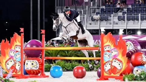 馬術障礙賽障礙物充滿日本特色 近半騎師因達摩被扣分成話題