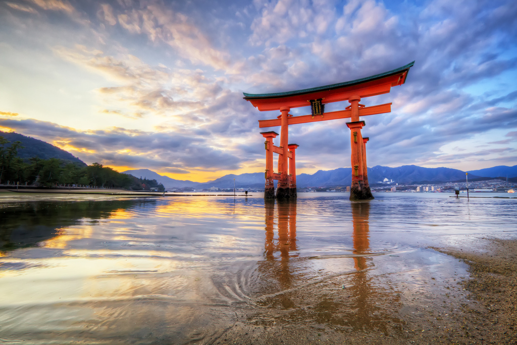 Miyajima Shrine at Sunset, Miyajima, Japan скачать