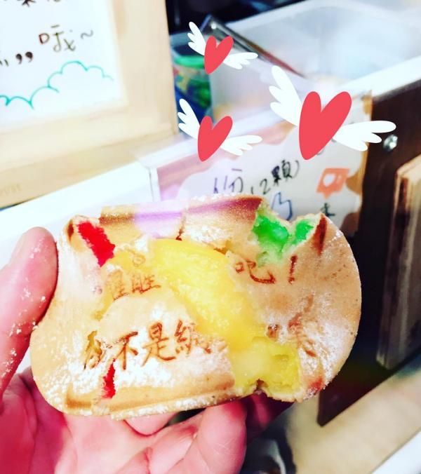 台北夜市新雞蛋糕 創意口味內藏「很有事」金句 3