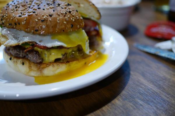【韓國美食】芝士通粉多到滿瀉! 首爾手製漢堡店 5
