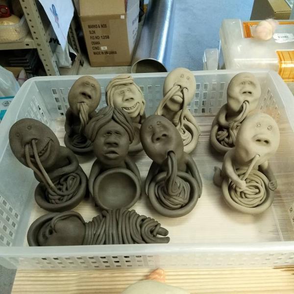 用鼻孔吸麵醜到爆! 日本古怪造型陶器公仔惹笑網民 7