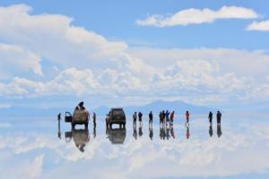 一位中女的玻利維亞「天空之鏡」之旅